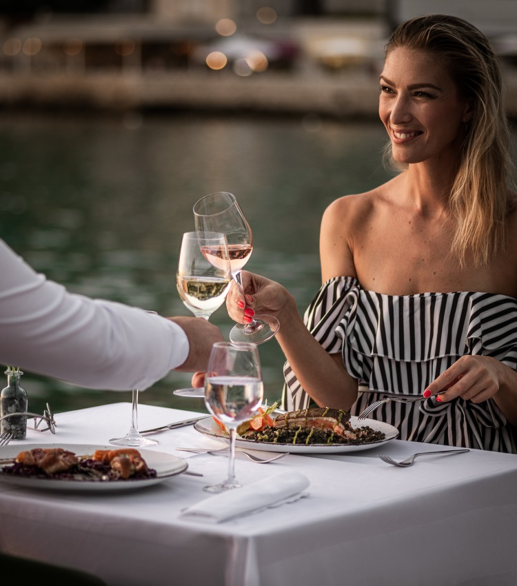 romantic dinner near beach dubrovnik