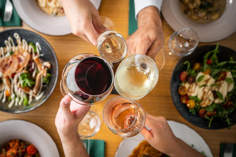 trattoria drinking wine